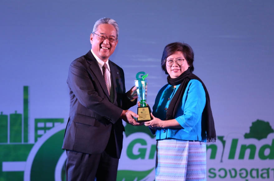 Mr. Sakurai, Canon Hi-Tech (Thailand),  accepted the award trophy at the ceremony