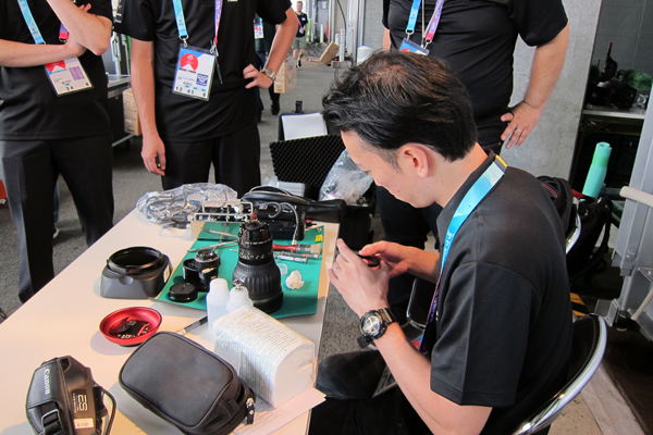 A technician repairs a broadcast lens(Sep. 21, Yokohama)