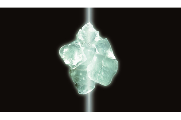 A synthetic fluorite crystal