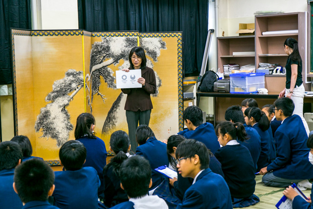 Ms. Sato conducts the Olympic and Paralympic educational activities
