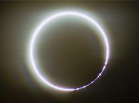 に の 見える 周り 光 輪 月 の